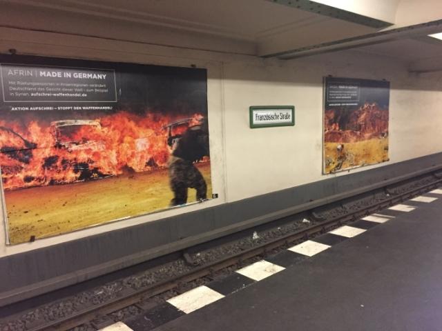 Plakate Afrin und Saada in U-Bahn.jpg